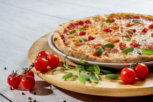 יעל פיינגולד - יועצת עסקית חרדית - למה רק טיפש יקנה פיצה עם 12 תוספות